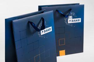 Produkty reklamowe z nadrukiem. Torby papierowe w kolorze niebieskim