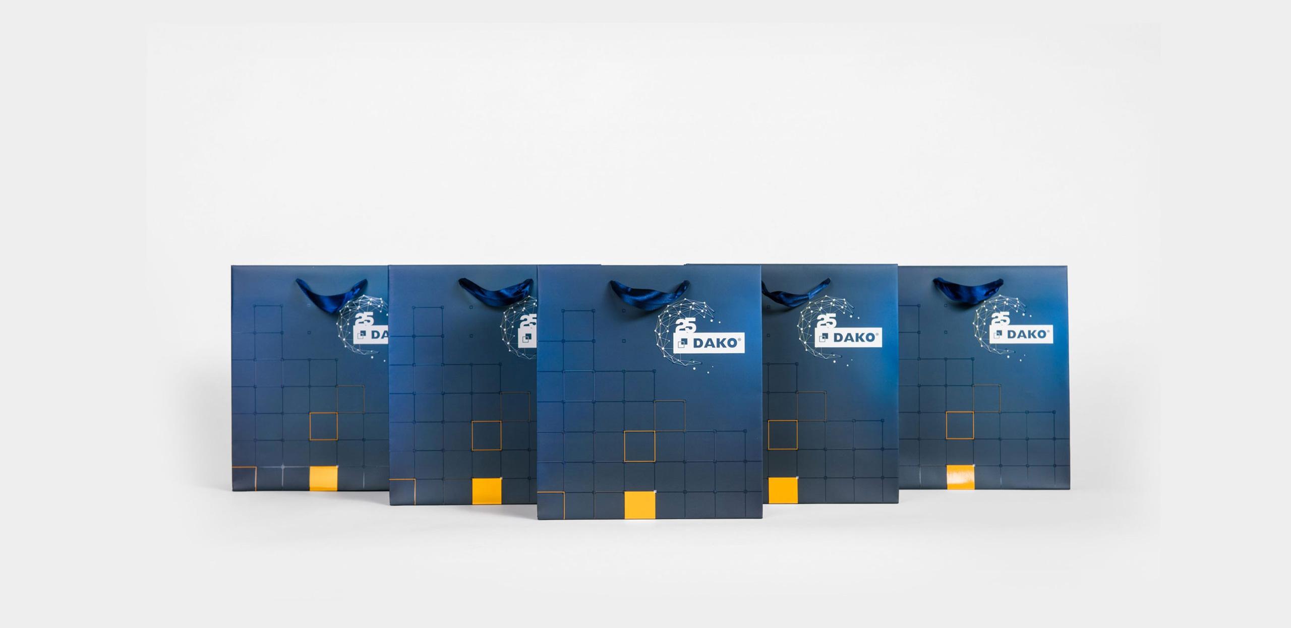 ekskluzywne torby papierowe w kolorze niebieskim